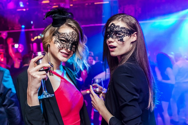 Warsaw New Years Eve 2018 Hotel Packages, Travel Packages, Events, Fireworks Live Streaming Tips, Best Places To Celebrate, and More
